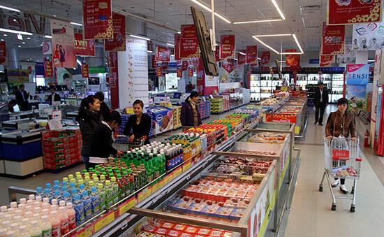Người Việt mua sắm tại siêu thị