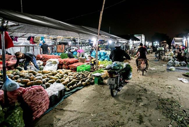 Chợ Long Biên