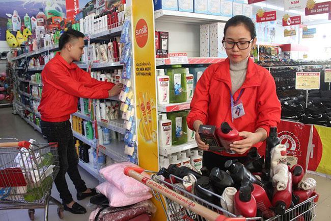 Sắp xếp hàng hóa trong siêu thị