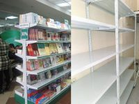Kệ để hàng cho cửa hàng sách