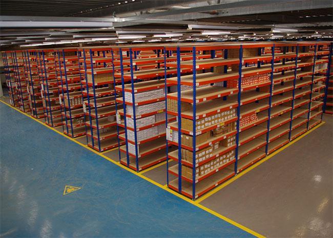 Kệ trung tải trong doanh nghiệp Logistics