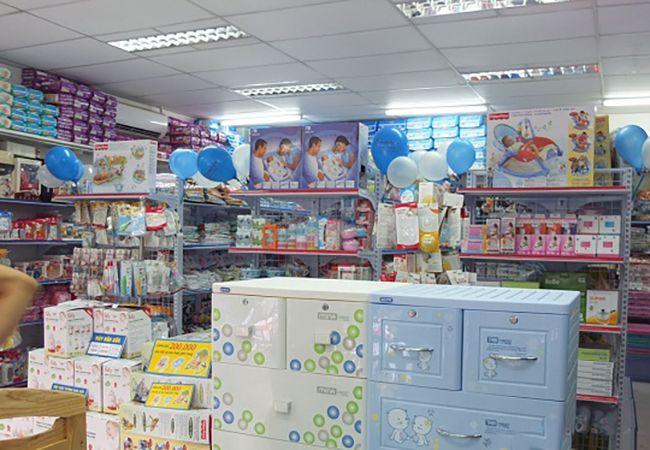 Thiết kế kệ để hàng cho cửa hàng mẹ và bé